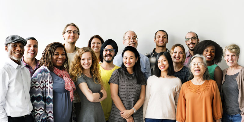 groupe de personnes de tous ages, et ethnie